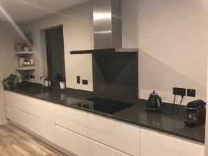Satinet Quartz Worktop, Upstands & Splashback