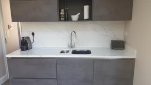 Venatino Quartz Worktop, Wall Cladding & 1/2 Recessed Draining Board