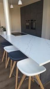 Venatino Quartz Island Top