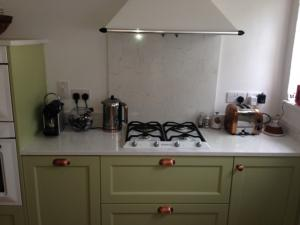 Bianco Venato Quartz Worktop, Upstands & Splashback