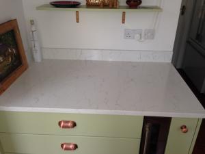 Bianco Venato Quartz Worktop & Upstands