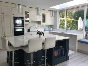 Artic Snow Quartz Worktop, Upstands & Window Board