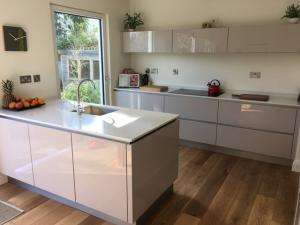 20mm Cararra Quartz Worktop