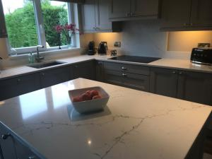 Venatino Quartz Worktop, Upstands, Splashback & Window Board