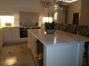 Calacatta Quartz Worktop & Splashbacks
