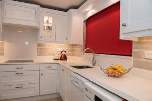 Crystal Ivory Quartz Worktop with Triple Pencil Edge Profile, Upstands, Splashback & Window Board